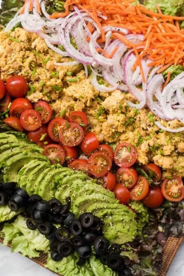 Top-5-Vegan-Salad-Dressings-Salad-toppings